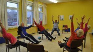 Hockergymnastik für Senioren, Übungen mit Gerät
